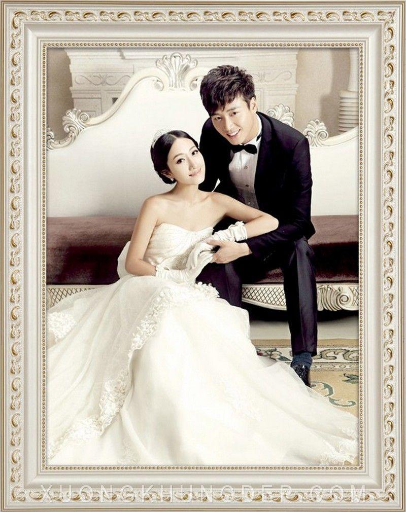 Khung ảnh cưới màu trắng chỉ vàng đẹp